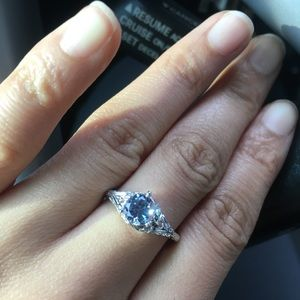 Jewelry - ❤️Valentine's Day Sale!❤️18k Alexandrite Ring